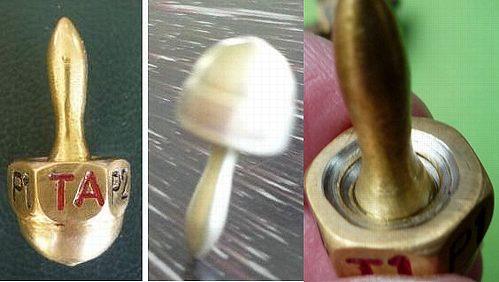 http://www.antiquegamblingchips.com/puttake/ptAust120913A.jpg